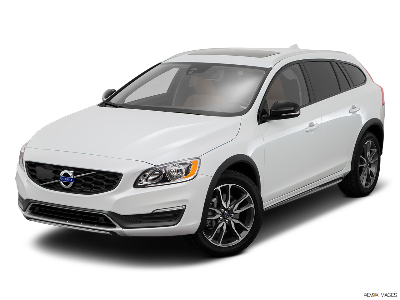 2015 Volvo V60 Cross Country T5 AWD Front angle view.