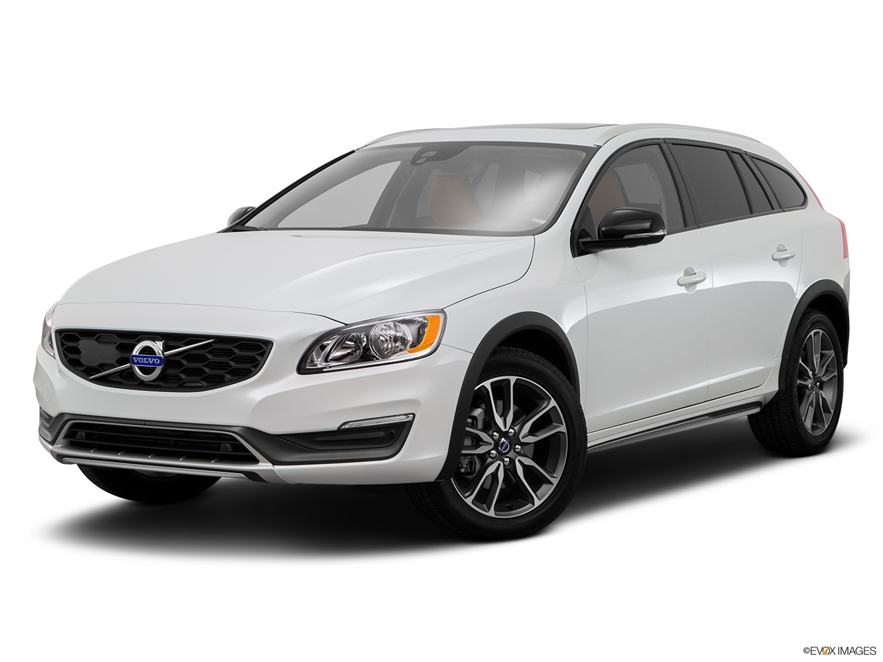 2015 Volvo V60 Cross Country T5 AWD Front angle medium view.