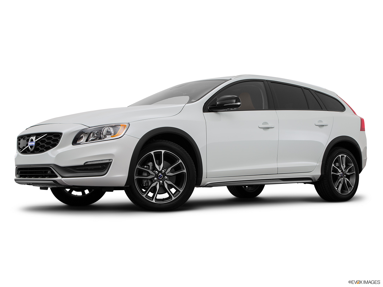 2015 Volvo V60 Cross Country T5 AWD Low/wide front 5/8.