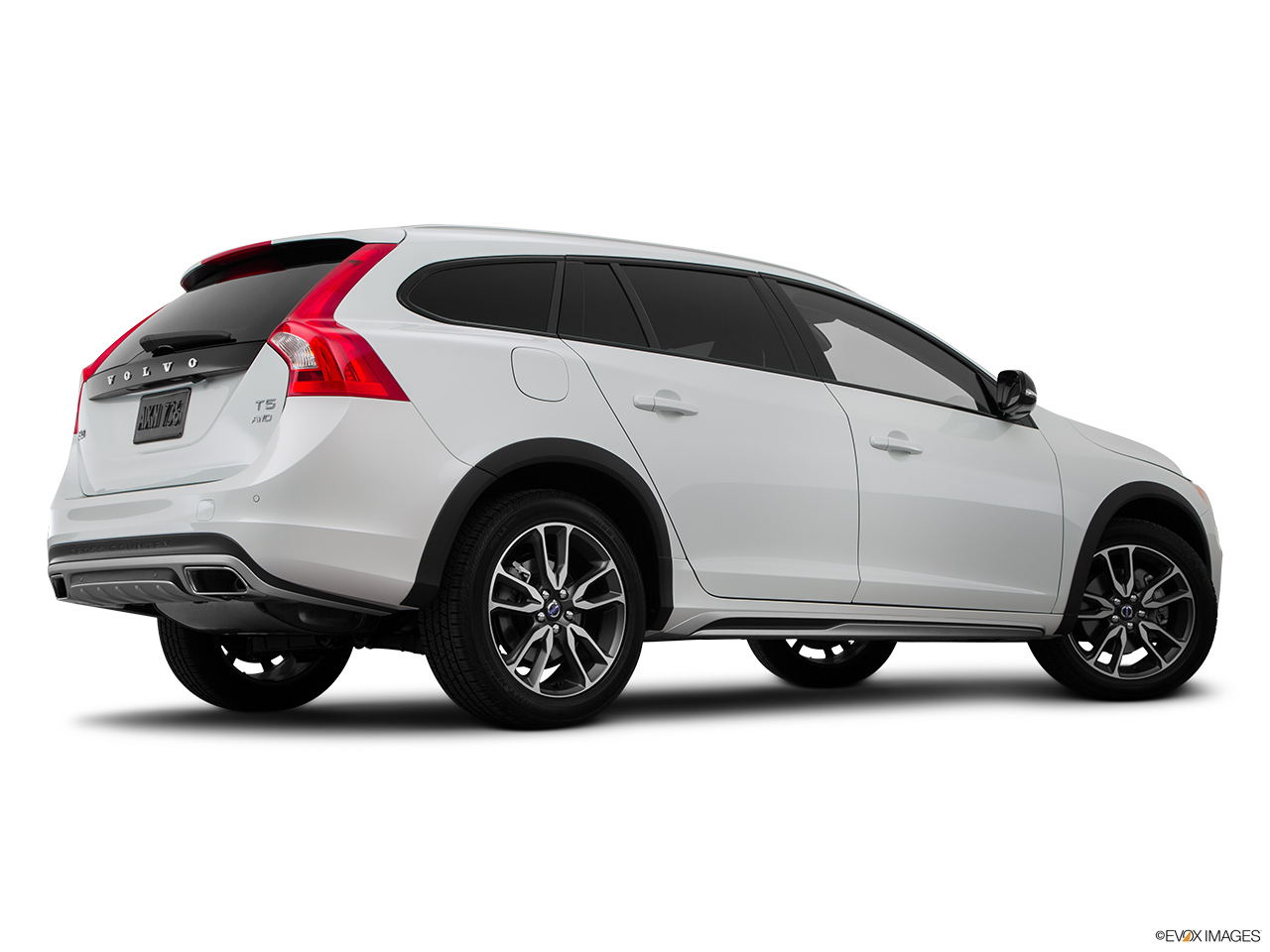 2015 Volvo V60 Cross Country T5 AWD Low/wide rear 5/8.
