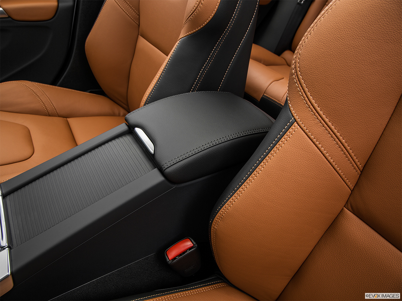 2015 Volvo V60 Cross Country T5 AWD Front center console with closed lid, from driver's side looking down