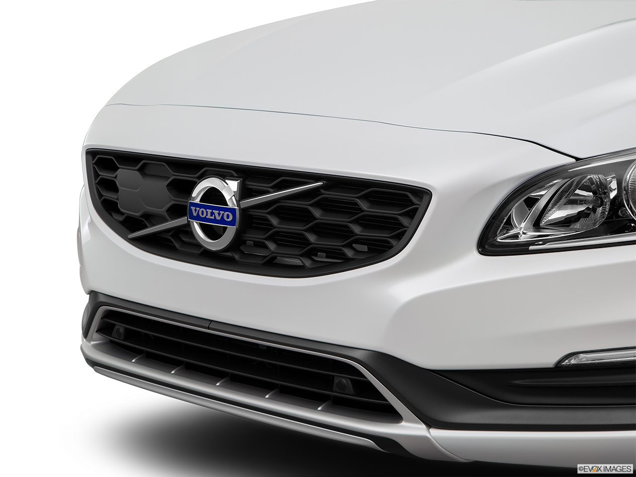 2015 Volvo V60 Cross Country T5 AWD Close up of Grill.