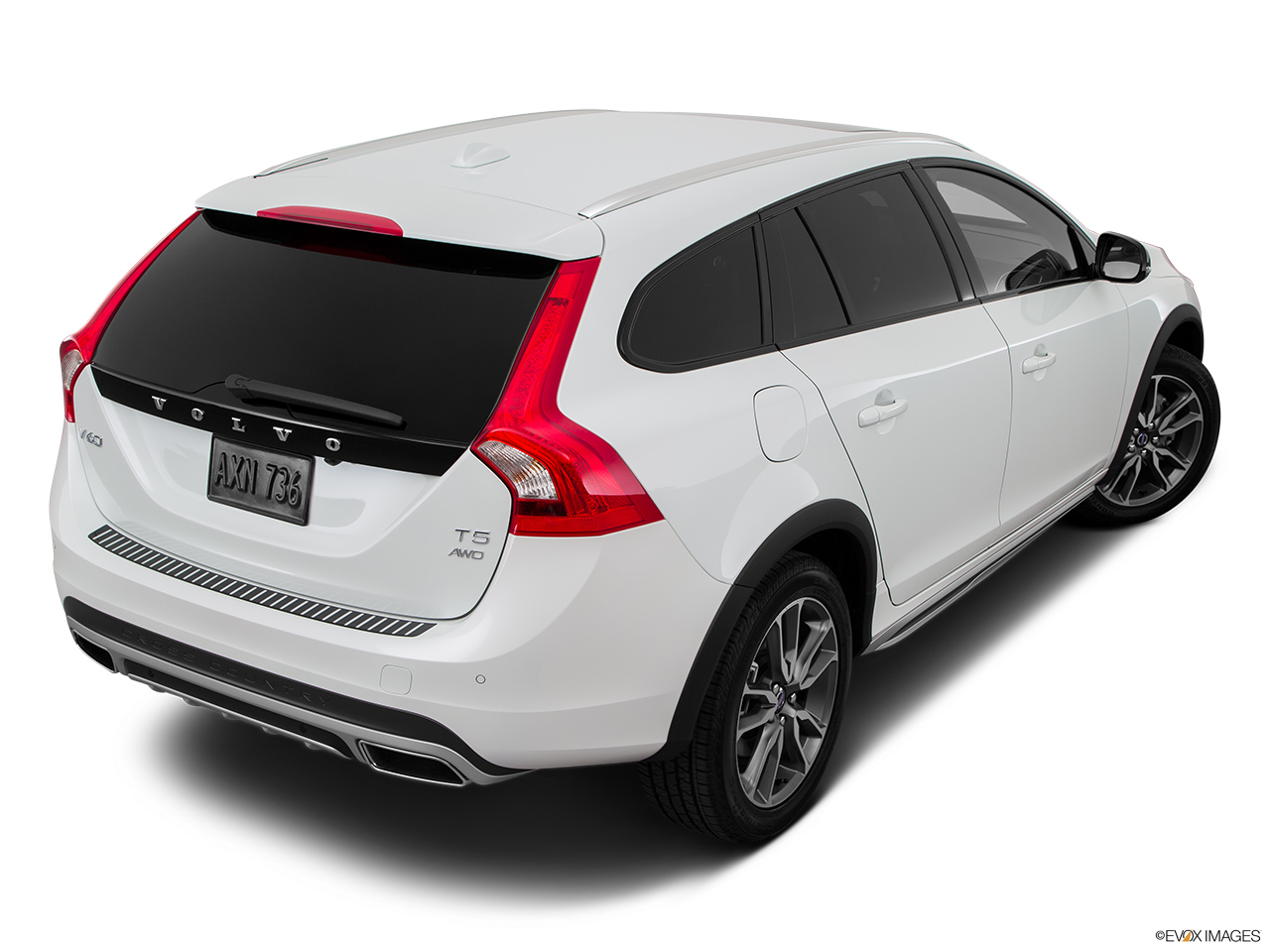2015 Volvo V60 Cross Country T5 AWD Rear 3/4 angle view.