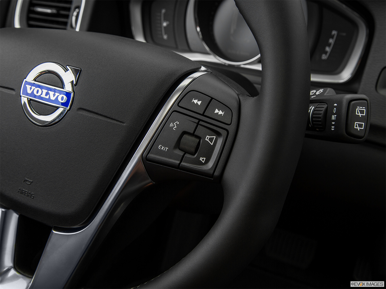 2015 Volvo V60 Cross Country T5 AWD Steering Wheel Controls (Right Side)