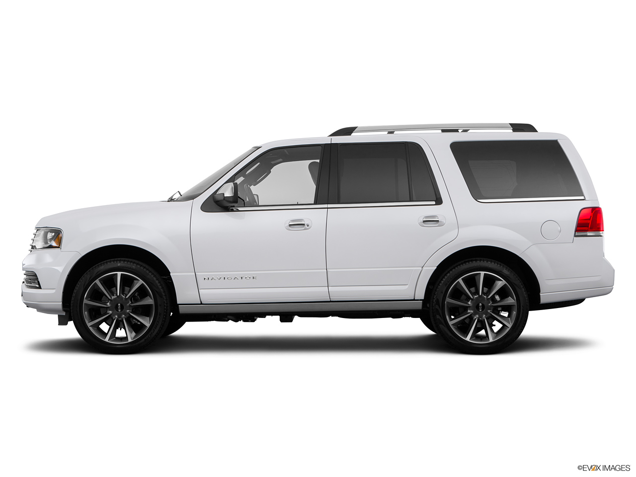 2021 Lincoln Navigator   Side
