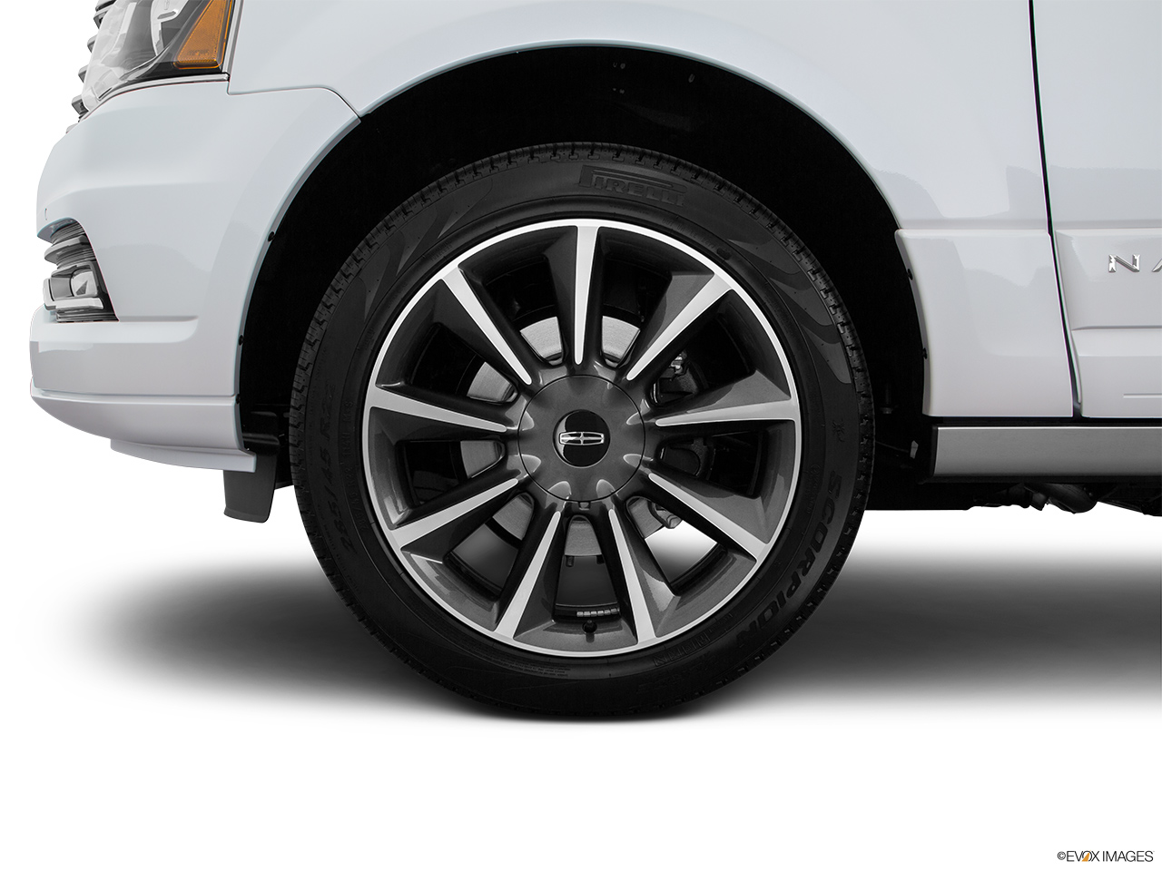 2016 Lincoln Navigator Reserve Front Drivers side wheel at profile.