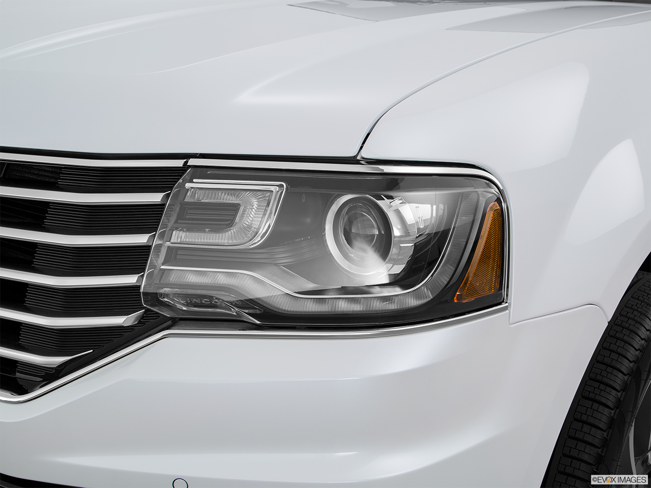 2016 Lincoln Navigator Reserve Drivers Side Headlight.