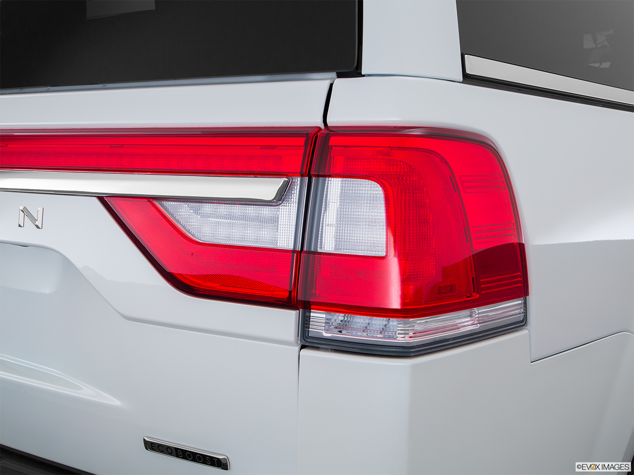 2016 Lincoln Navigator Reserve Passenger Side Taillight.