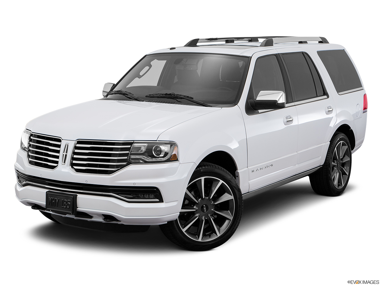 2016 Lincoln Navigator Reserve Front angle view.