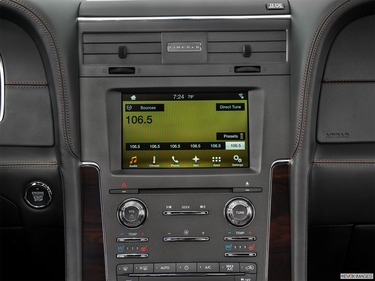 2016 Lincoln Navigator Reserve Closeup of radio head unit