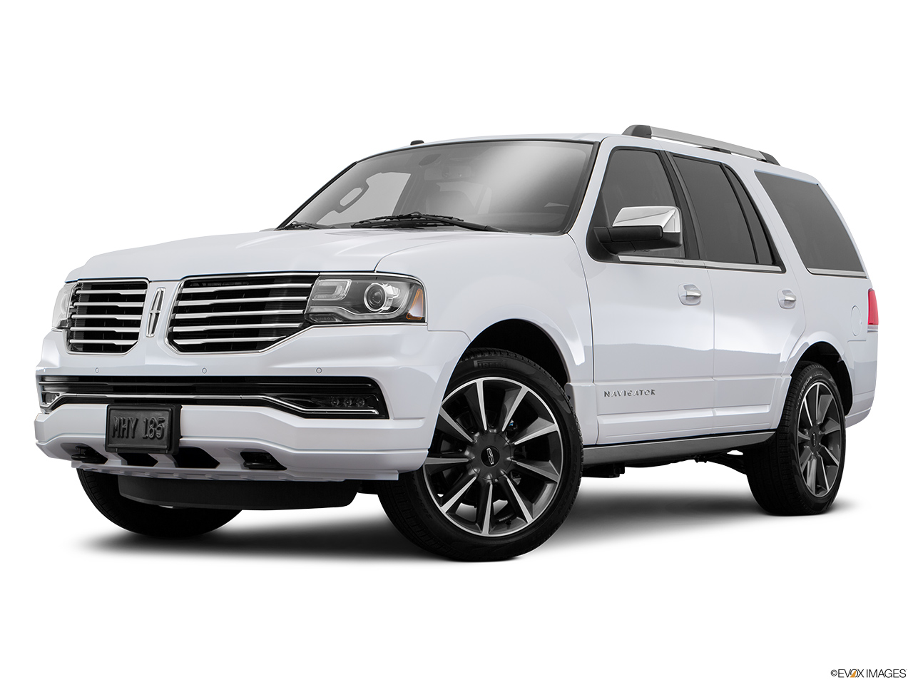 2016 Lincoln Navigator Reserve Front angle medium view.