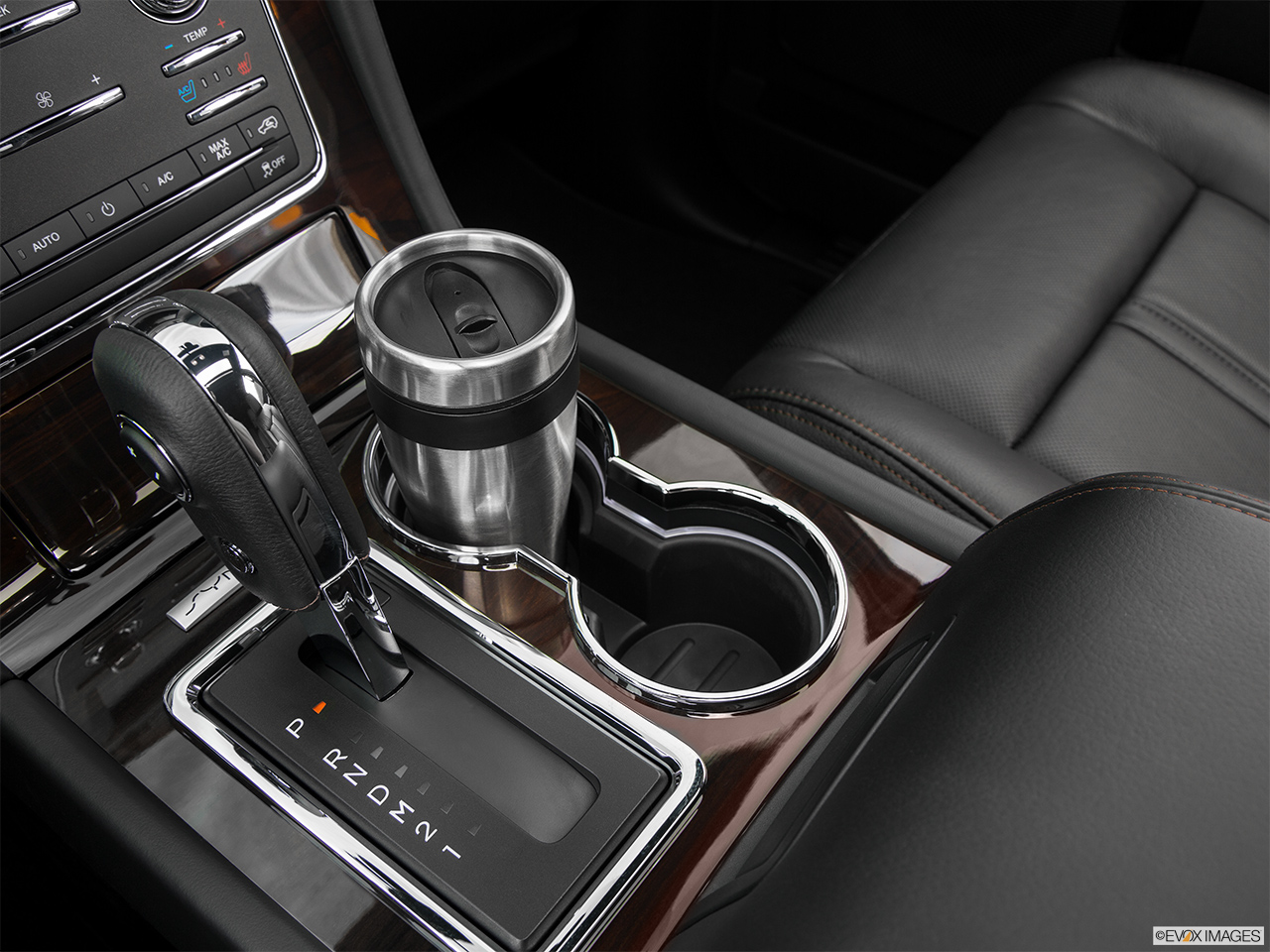 2016 Lincoln Navigator Reserve Cup holder prop (primary).