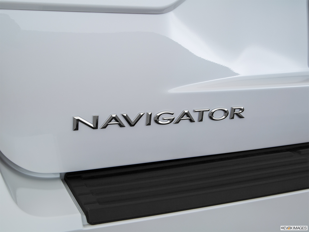 2016 Lincoln Navigator Reserve Rear model badge/emblem