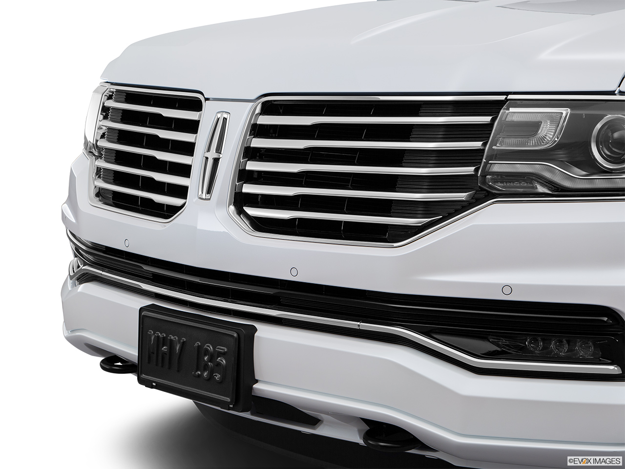 2016 Lincoln Navigator Reserve Close up of Grill.