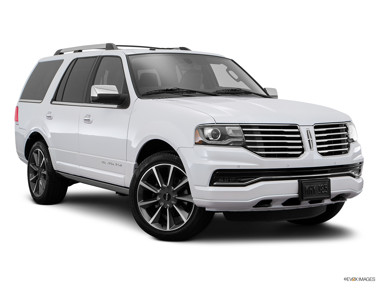 2016 Lincoln Navigator Reserve Front passenger 3/4 w/ wheels turned.