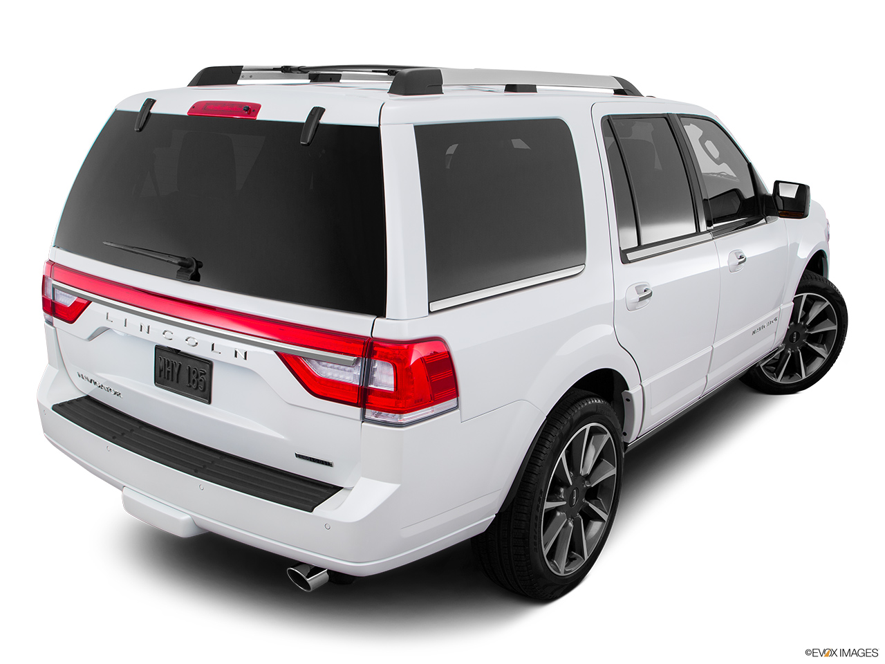 2016 Lincoln Navigator Reserve Rear 3/4 angle view.