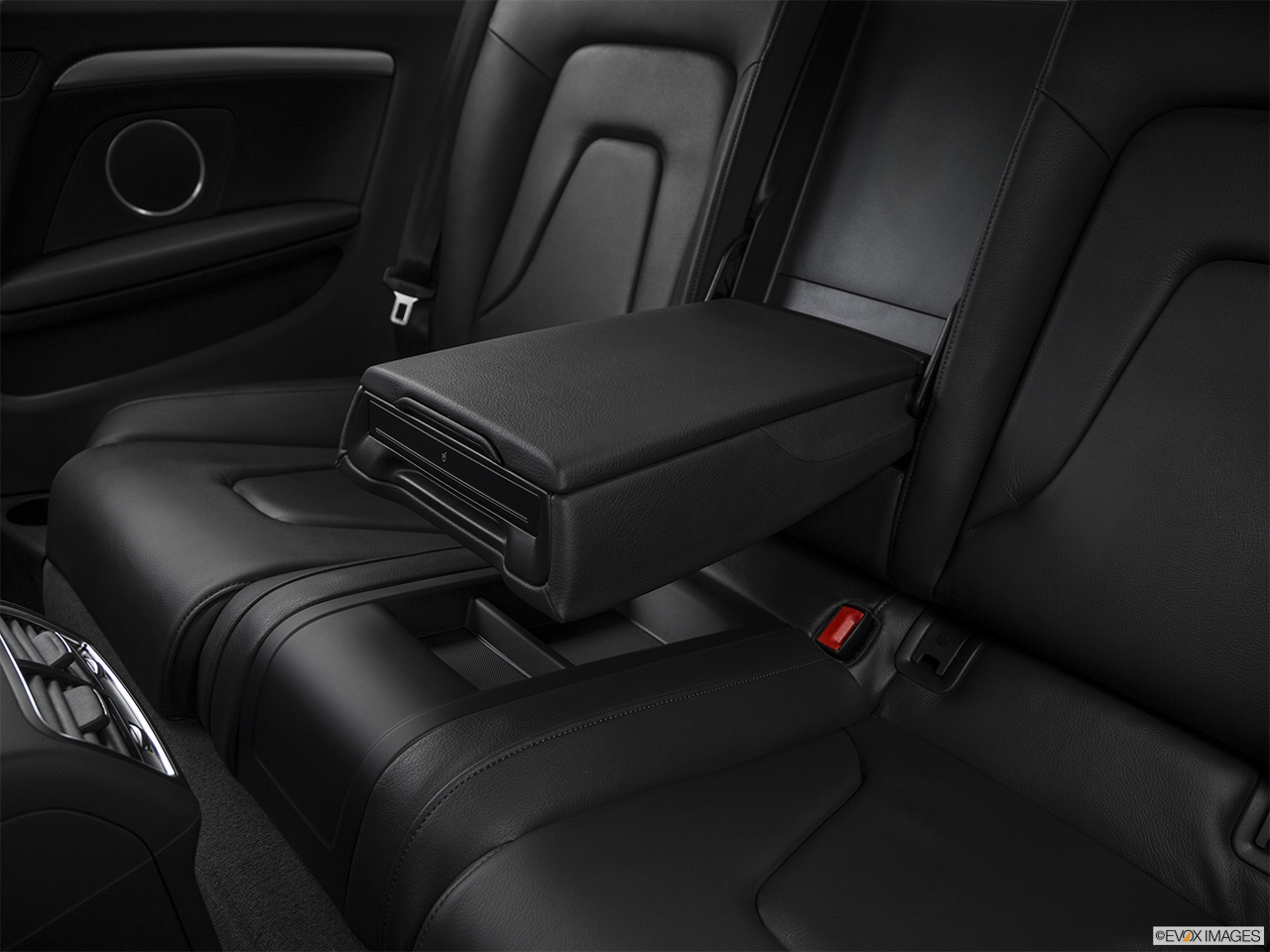 2017 Audi A5 Sport 2.0 TFSI Rear center console with closed lid from driver's side looking down.