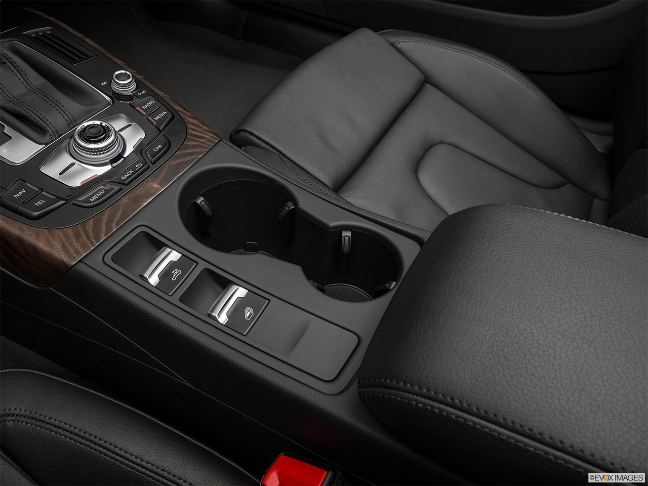 2017 Audi A5 Sport Cabriolet 2.0 TFSI Cup holders.