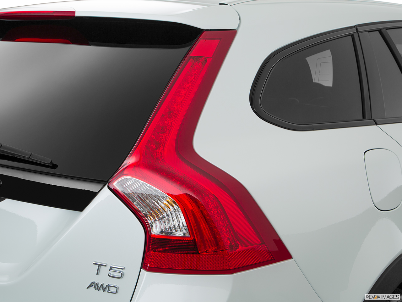 2018 Volvo V60 Cross Country T5 AWD Passenger Side Taillight.