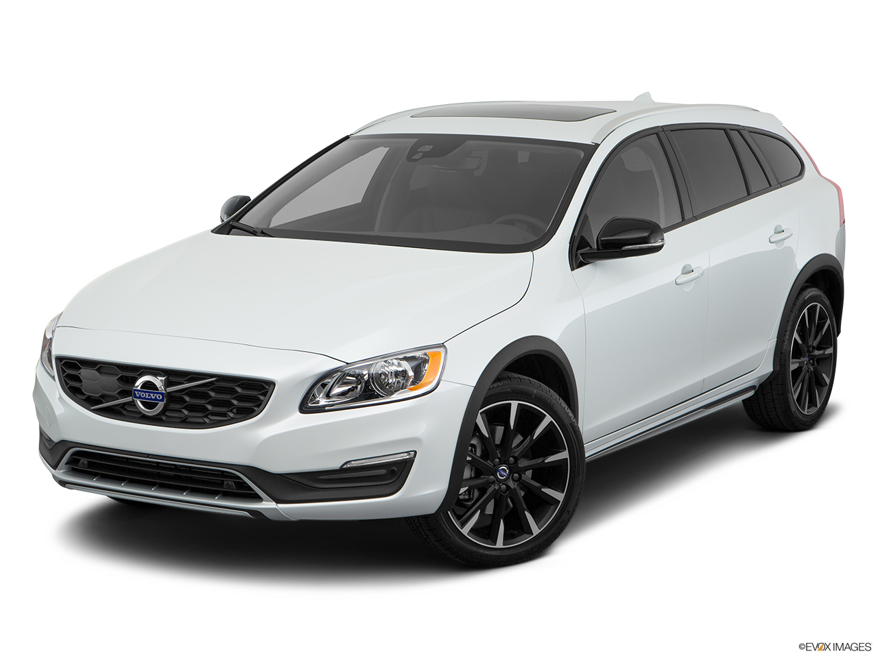 2018 Volvo V60 Cross Country T5 AWD Front angle view.