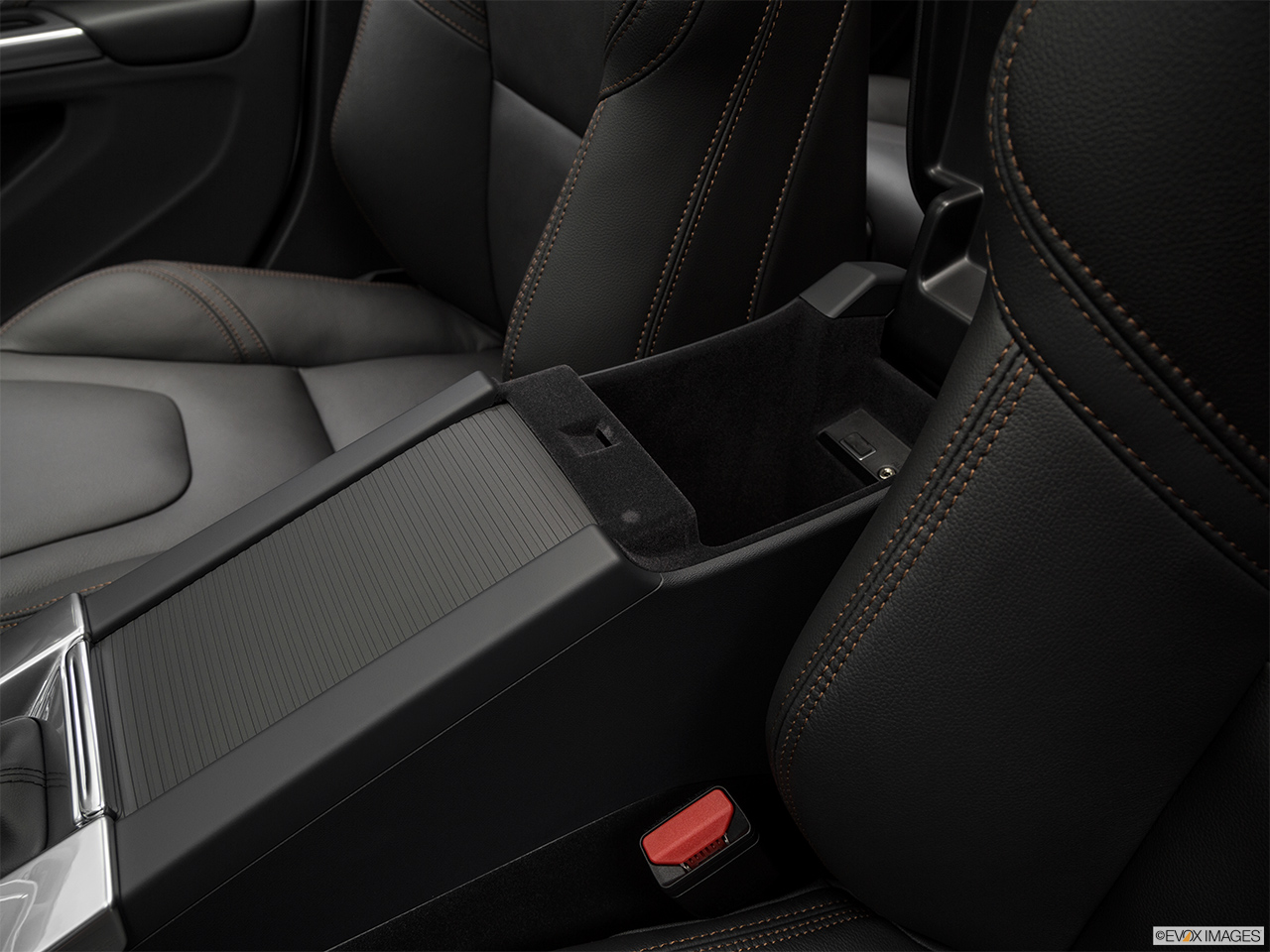 2018 Volvo V60 Cross Country T5 AWD Front center divider.