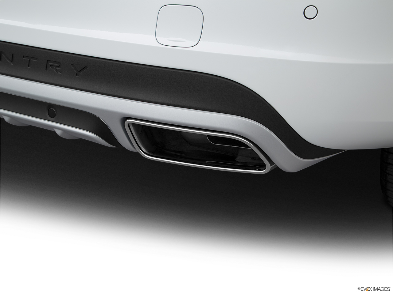 2018 Volvo V60 Cross Country T5 AWD Chrome tip exhaust pipe.