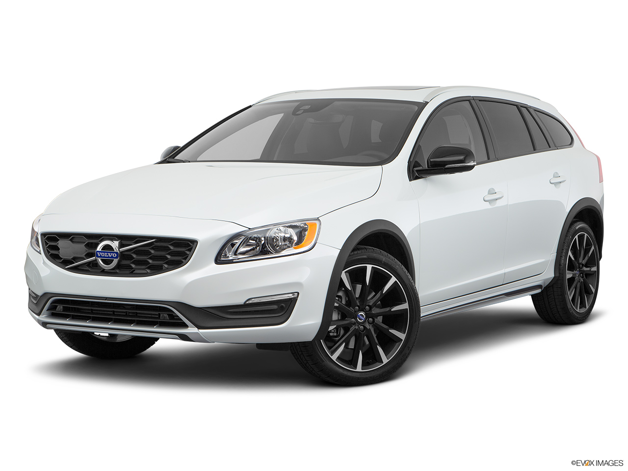 2018 Volvo V60 Cross Country T5 AWD Front angle medium view.