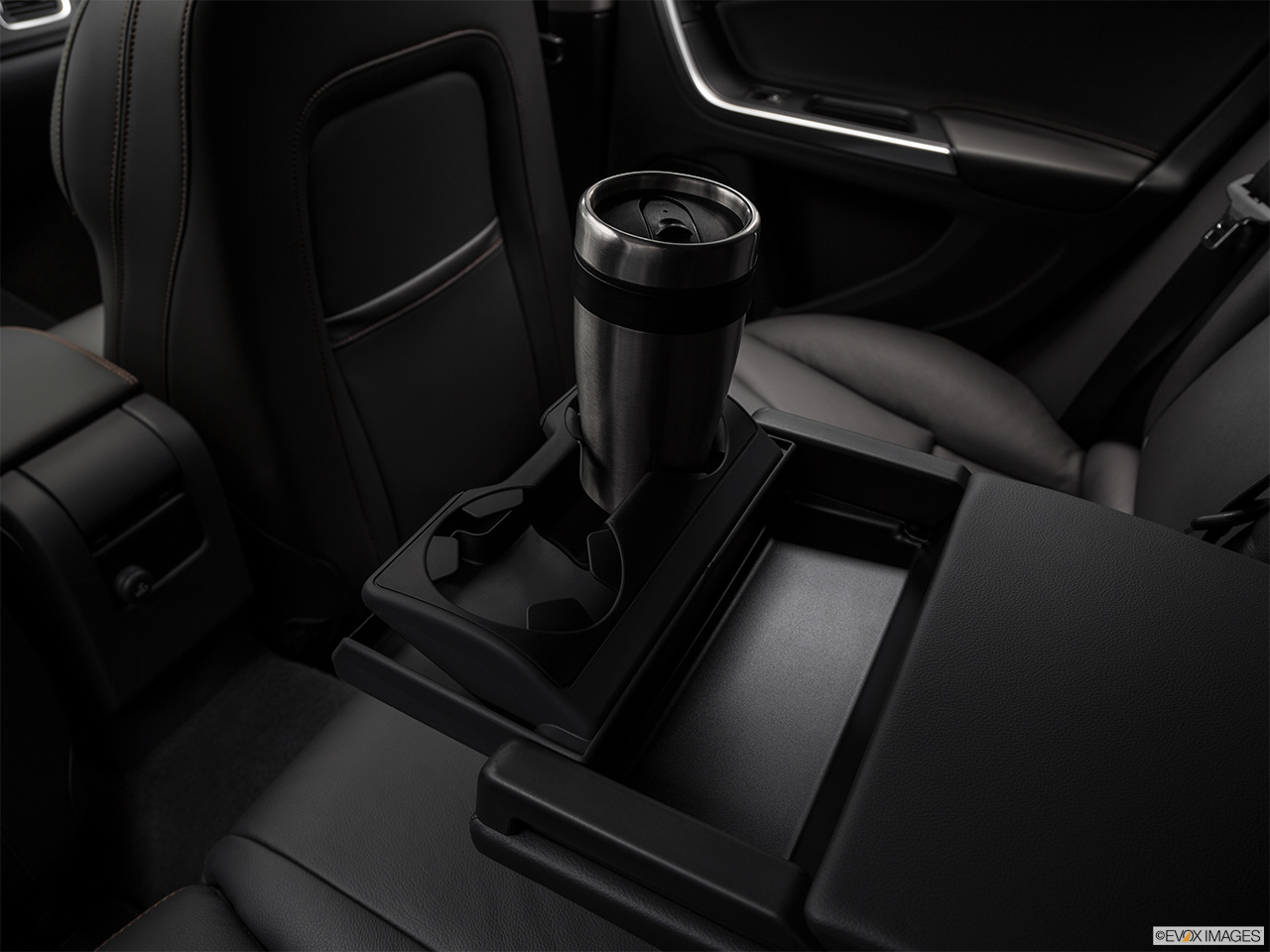 2018 Volvo V60 Cross Country T5 AWD Cup holder prop (quaternary).