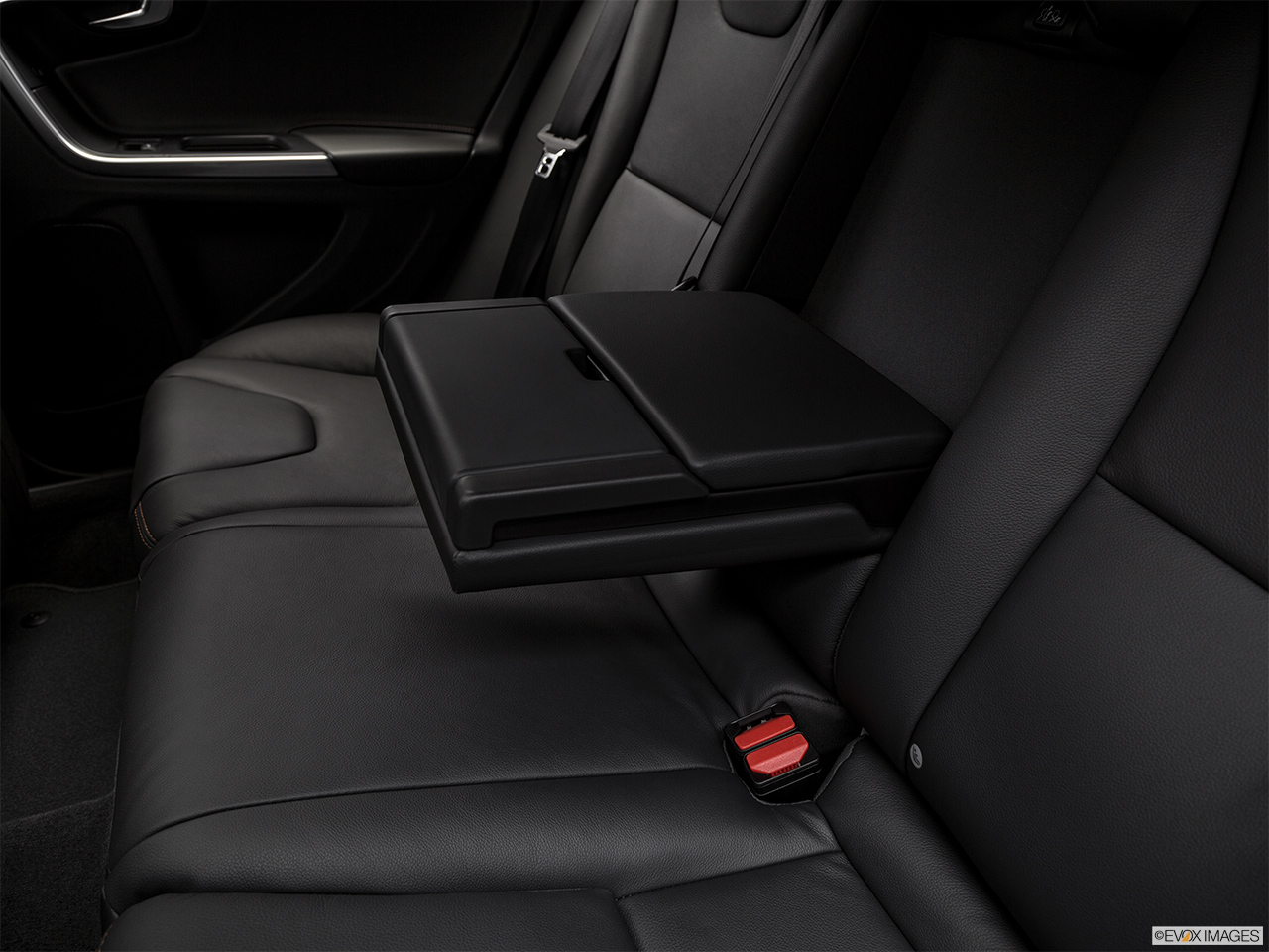 2018 Volvo V60 Cross Country T5 AWD Rear center console with closed lid from driver's side looking down.