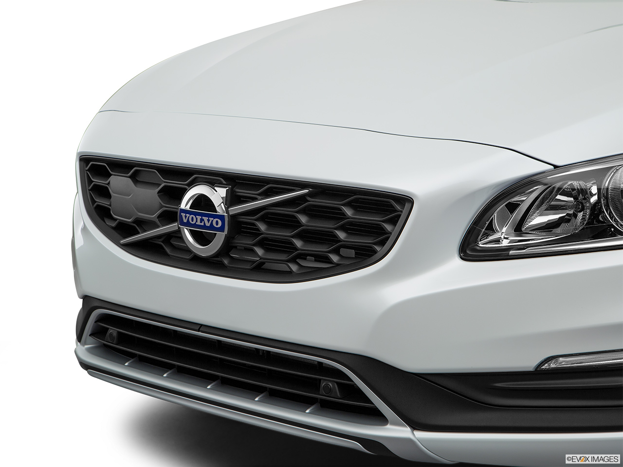 2018 Volvo V60 Cross Country T5 AWD Close up of Grill.
