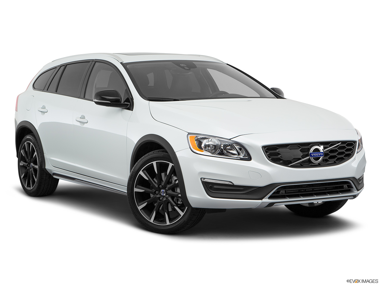 2018 Volvo V60 Cross Country T5 AWD Front passenger 3/4 w/ wheels turned.