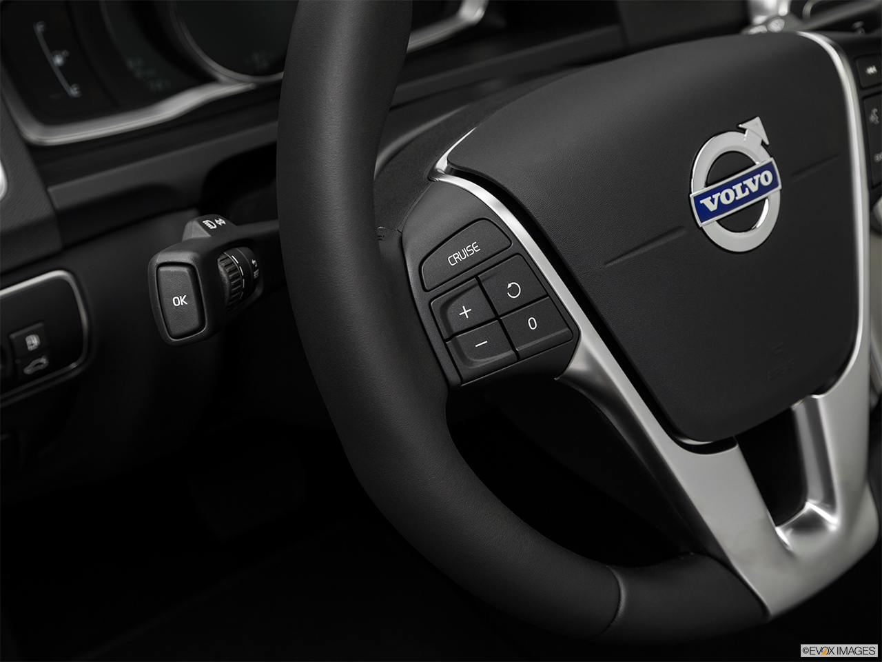 2018 Volvo V60 Cross Country T5 AWD Steering Wheel Controls (Left Side)