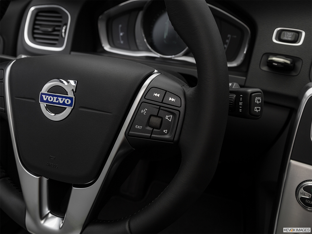 2018 Volvo V60 Cross Country T5 AWD Steering Wheel Controls (Right Side)