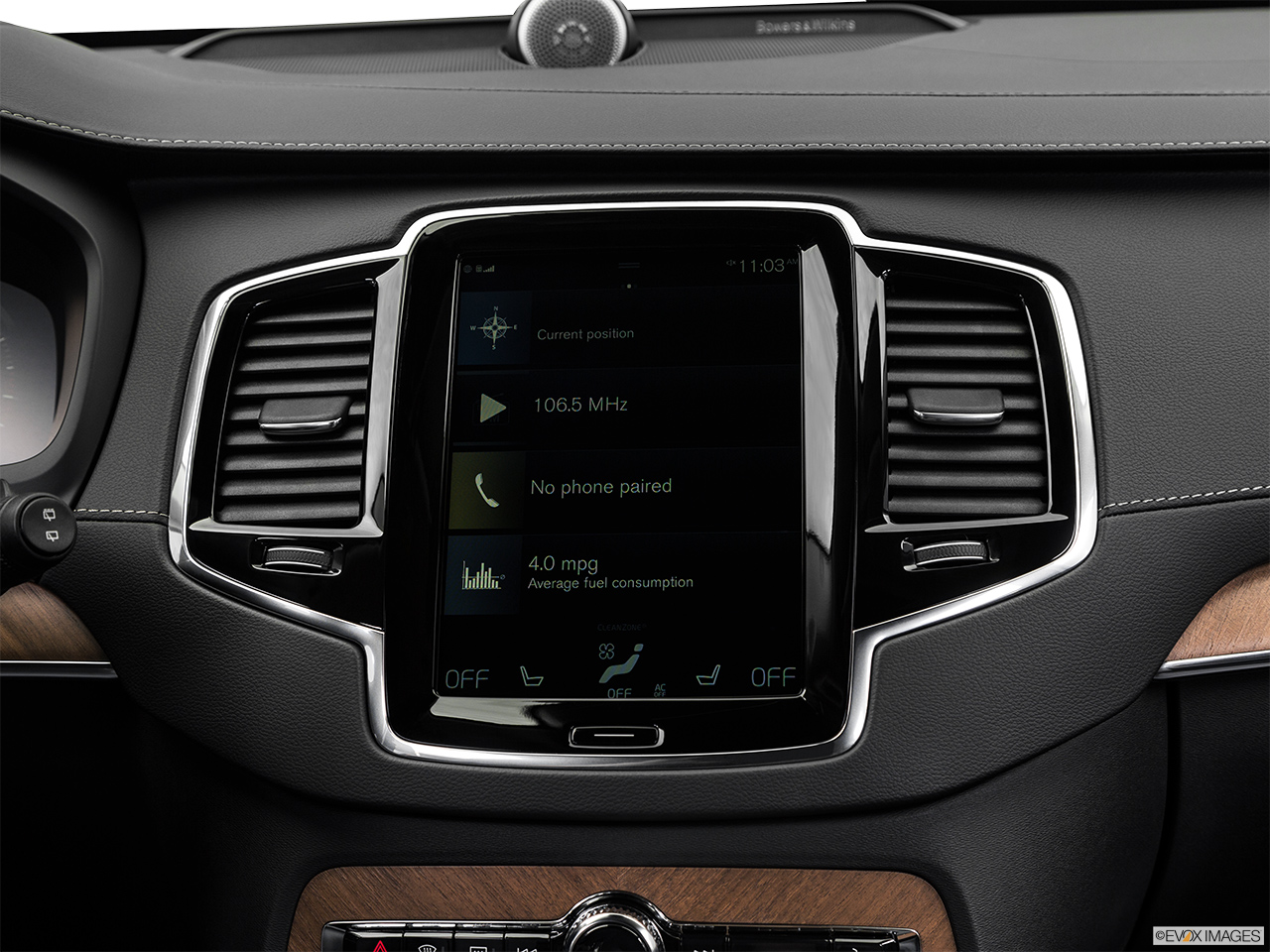 2019 Volvo XC90  T6 Inscription Closeup of radio head unit