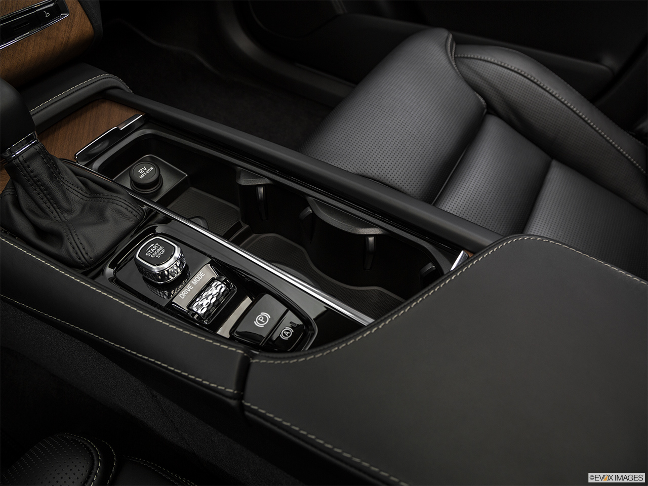 2019 Volvo XC90  T6 Inscription Cup holders.