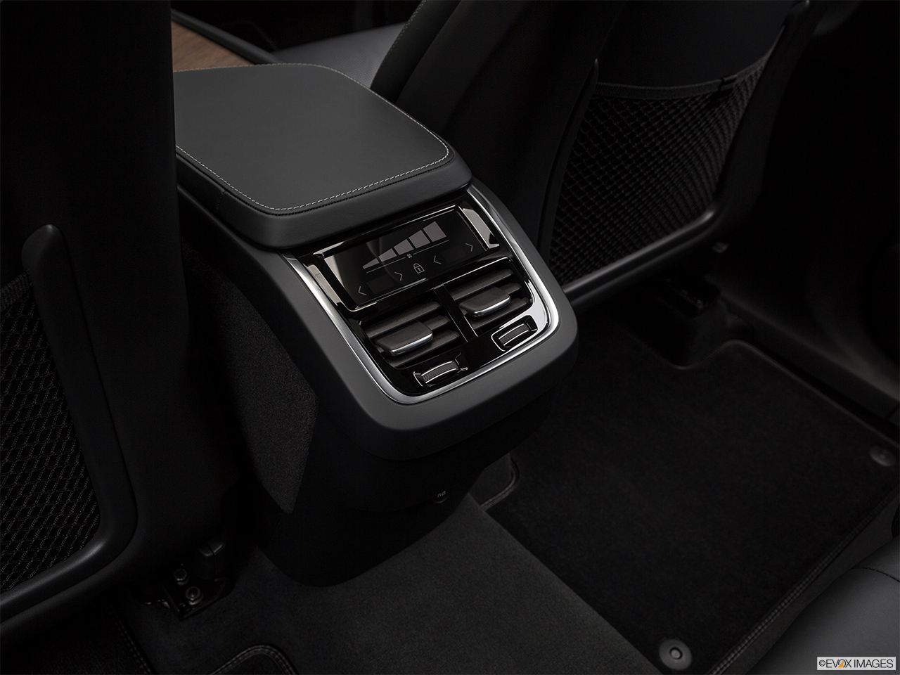 2019 Volvo XC90  T6 Inscription Rear A/C controls.