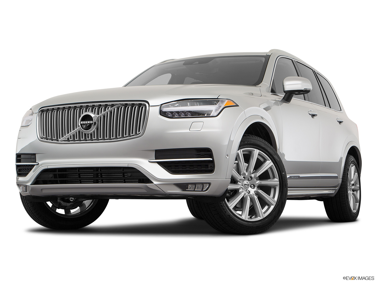 2019 Volvo XC90  T6 Inscription Front angle view, low wide perspective.