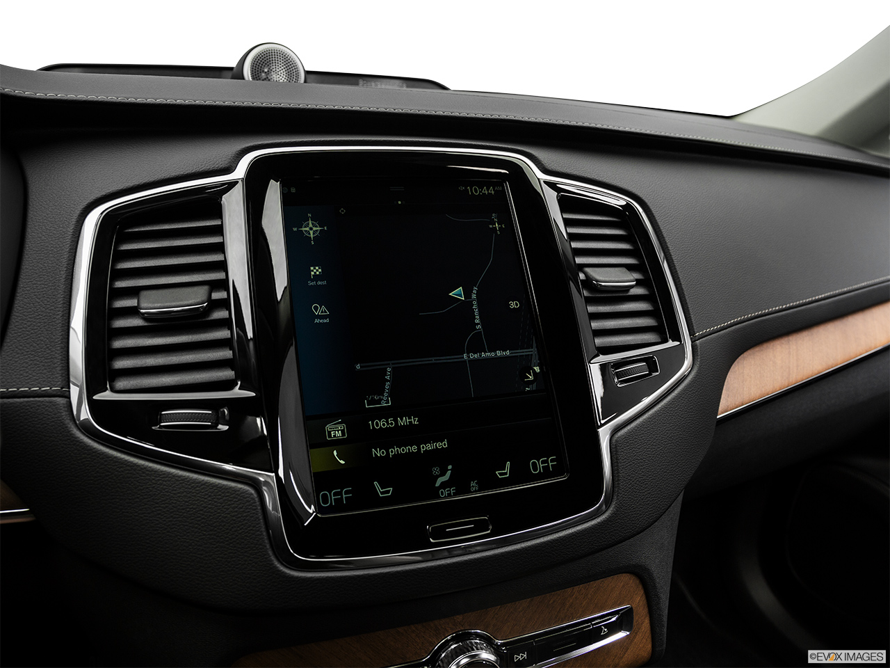 2019 Volvo XC90  T6 Inscription Driver position view of navigation system.