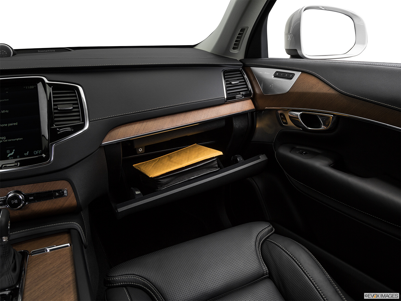 2019 Volvo XC90  T6 Inscription Glove box open.