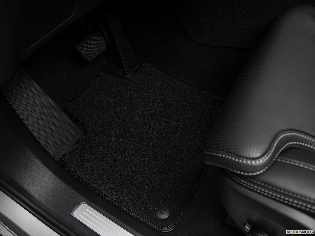 2019 Volvo XC90  T6 Inscription Driver's floor mat and pedals. Mid-seat level from outside looking in.