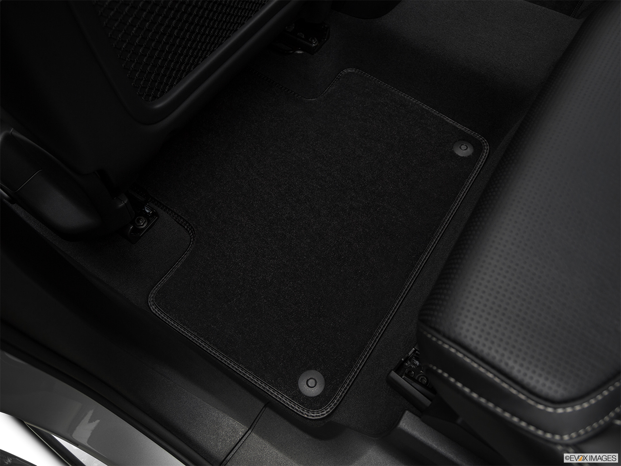 2019 Volvo XC90  T6 Inscription Rear driver's side floor mat. Mid-seat level from outside looking in.