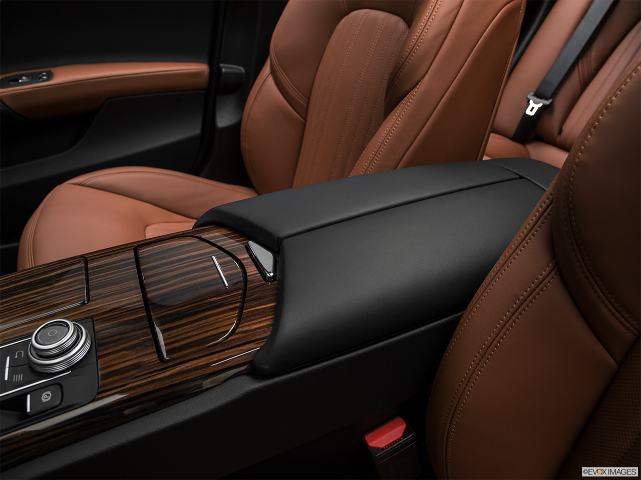 2018 Maserati Ghibli  S Granlusso Front center console with closed lid, from driver's side looking down