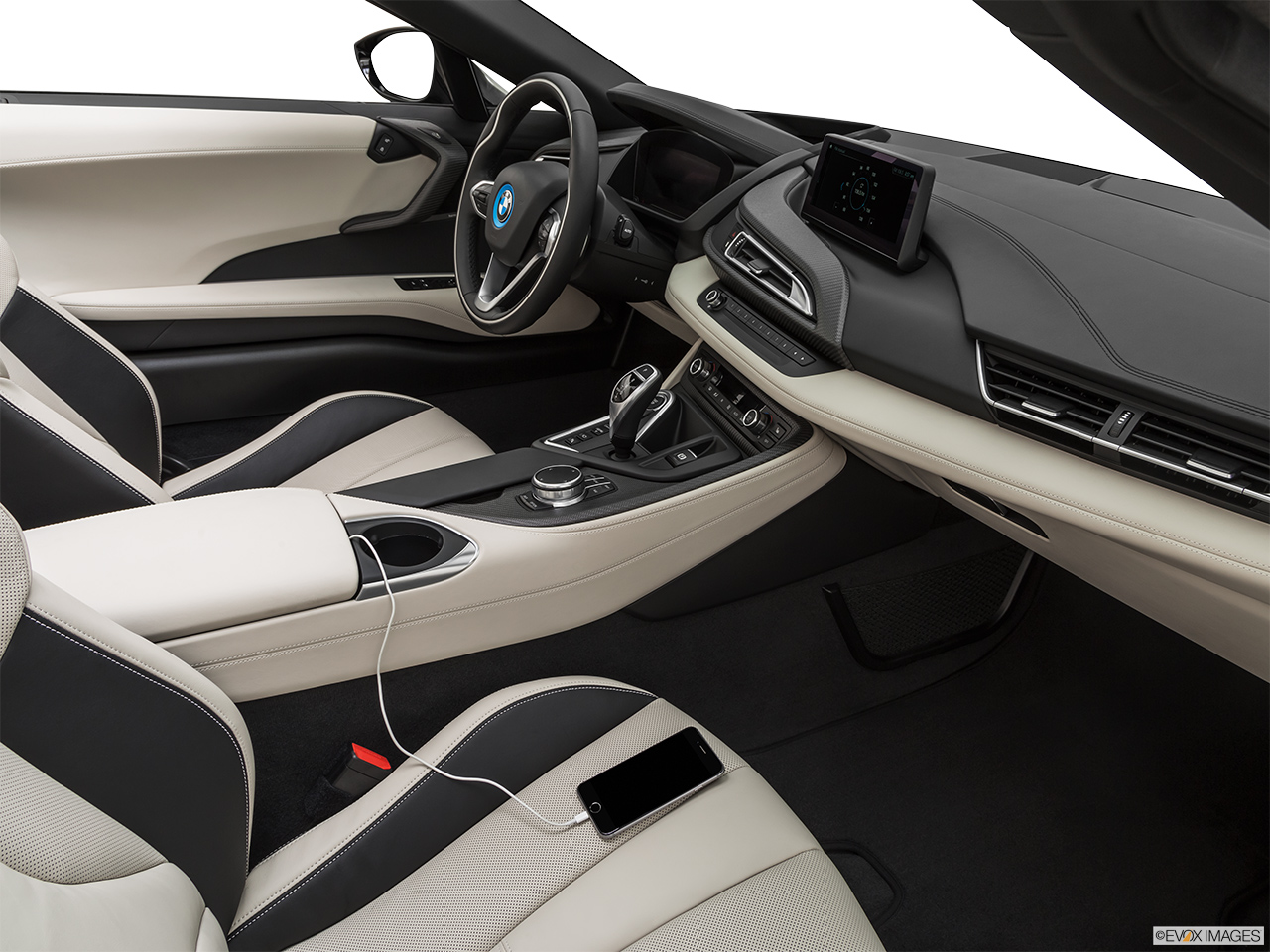 2019 BMW i8 Roadster Standard World Auxiliary jack props.