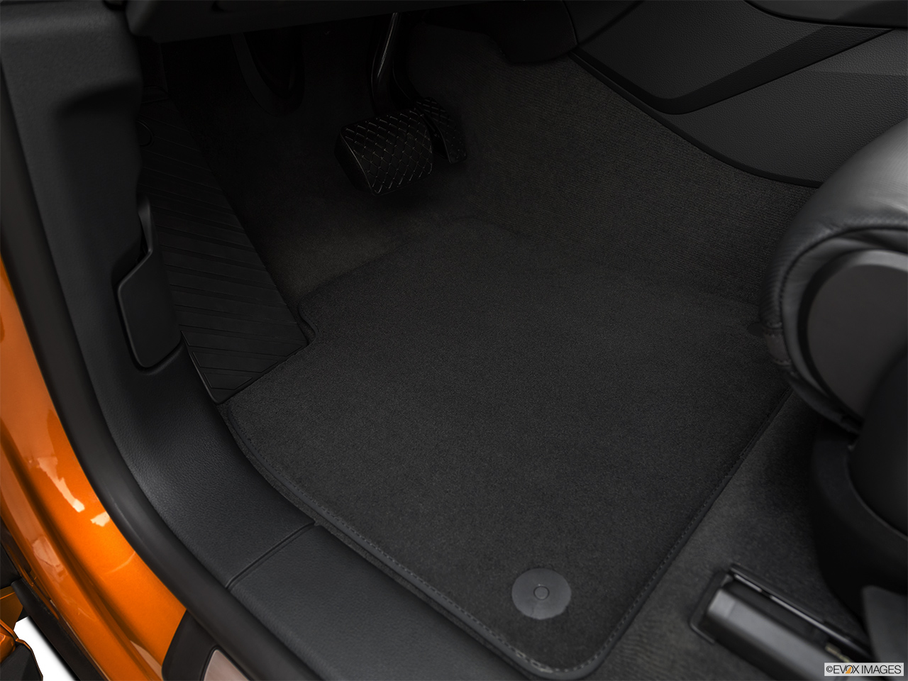 2019 Audi Q8 Prestige 3.0 TFSI Driver's floor mat and pedals. Mid-seat level from outside looking in.