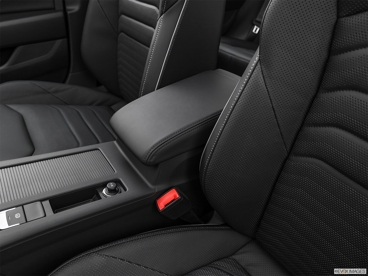 2019 Volkswagen Arteon SEL Premium  R-Line Front center console with closed lid, from driver's side looking down