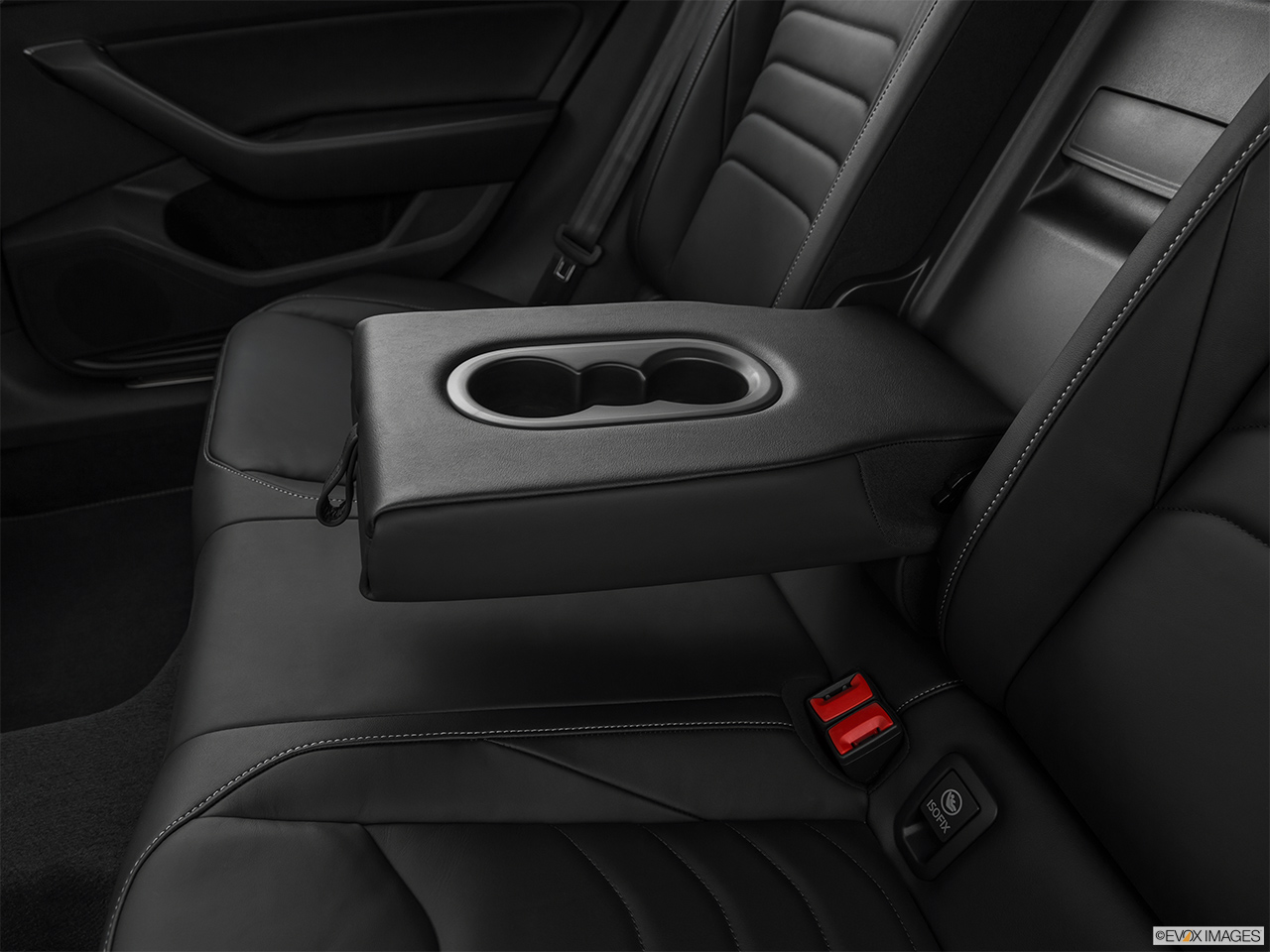 2019 Volkswagen Arteon SEL Premium  R-Line Rear center console with closed lid from driver's side looking down.