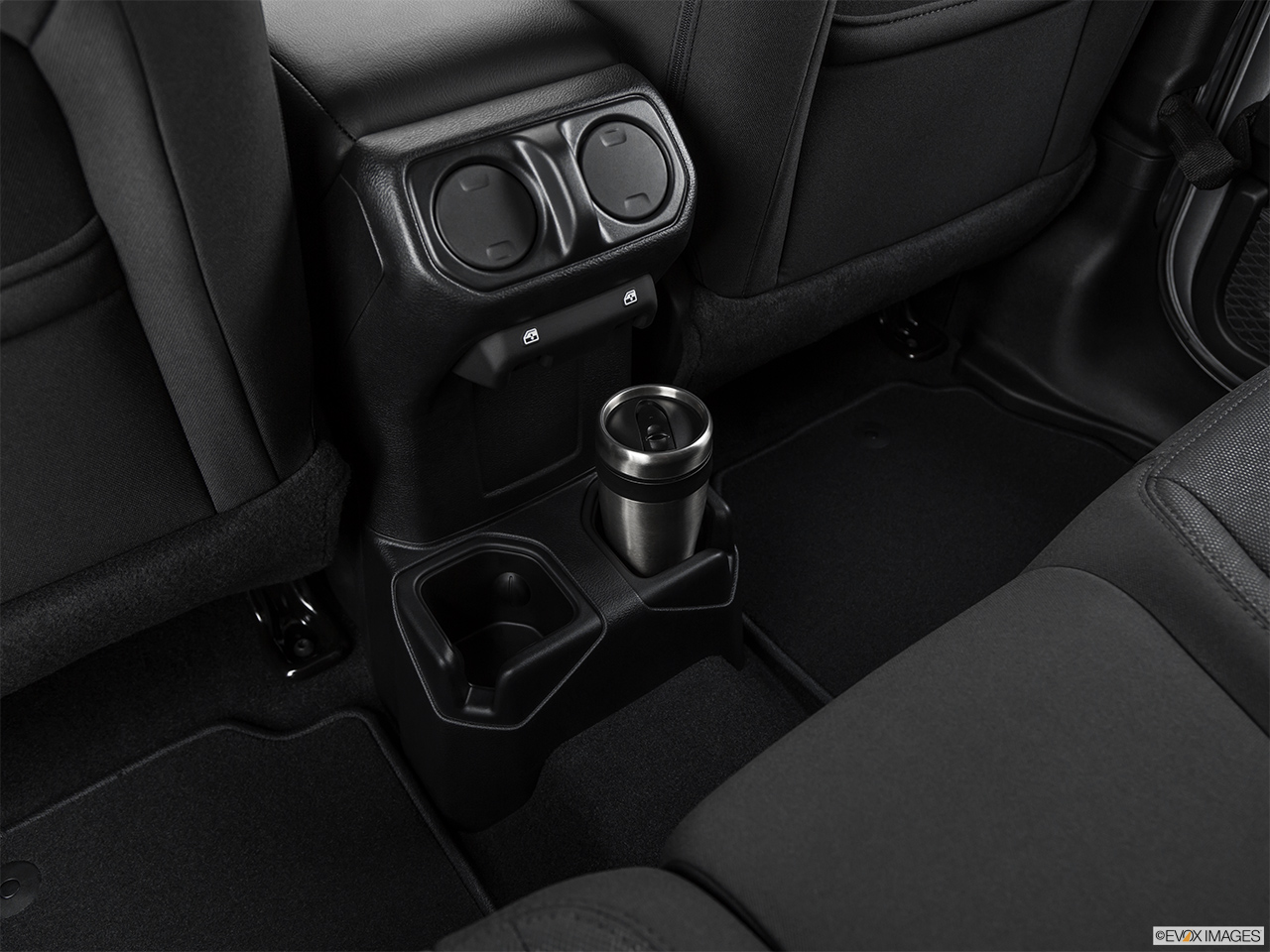 2020 Jeep Gladiator Sport S Cup holder prop (quaternary).