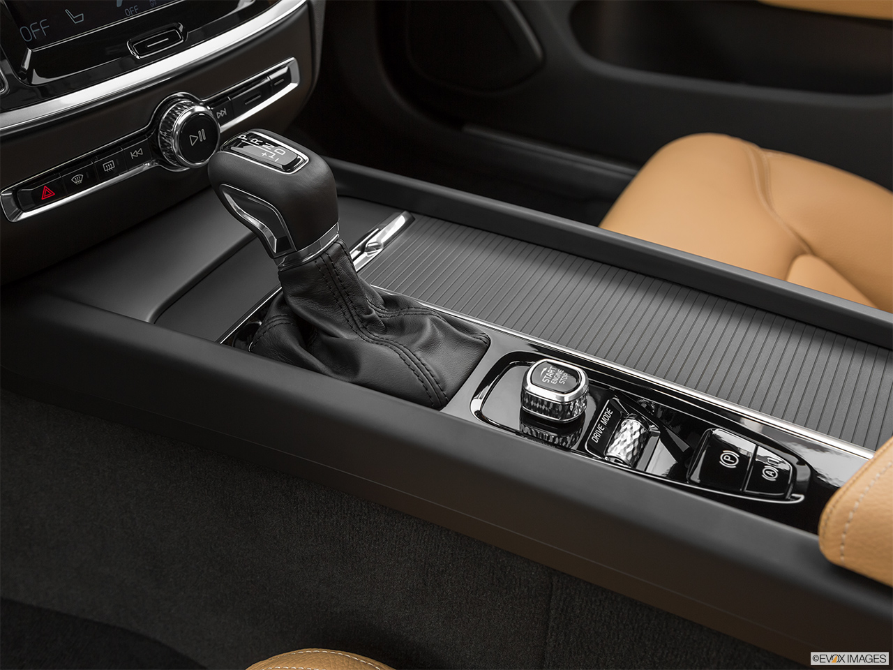 2020 Volvo V60 Cross Country T5 AWD Gear shifter/center console.