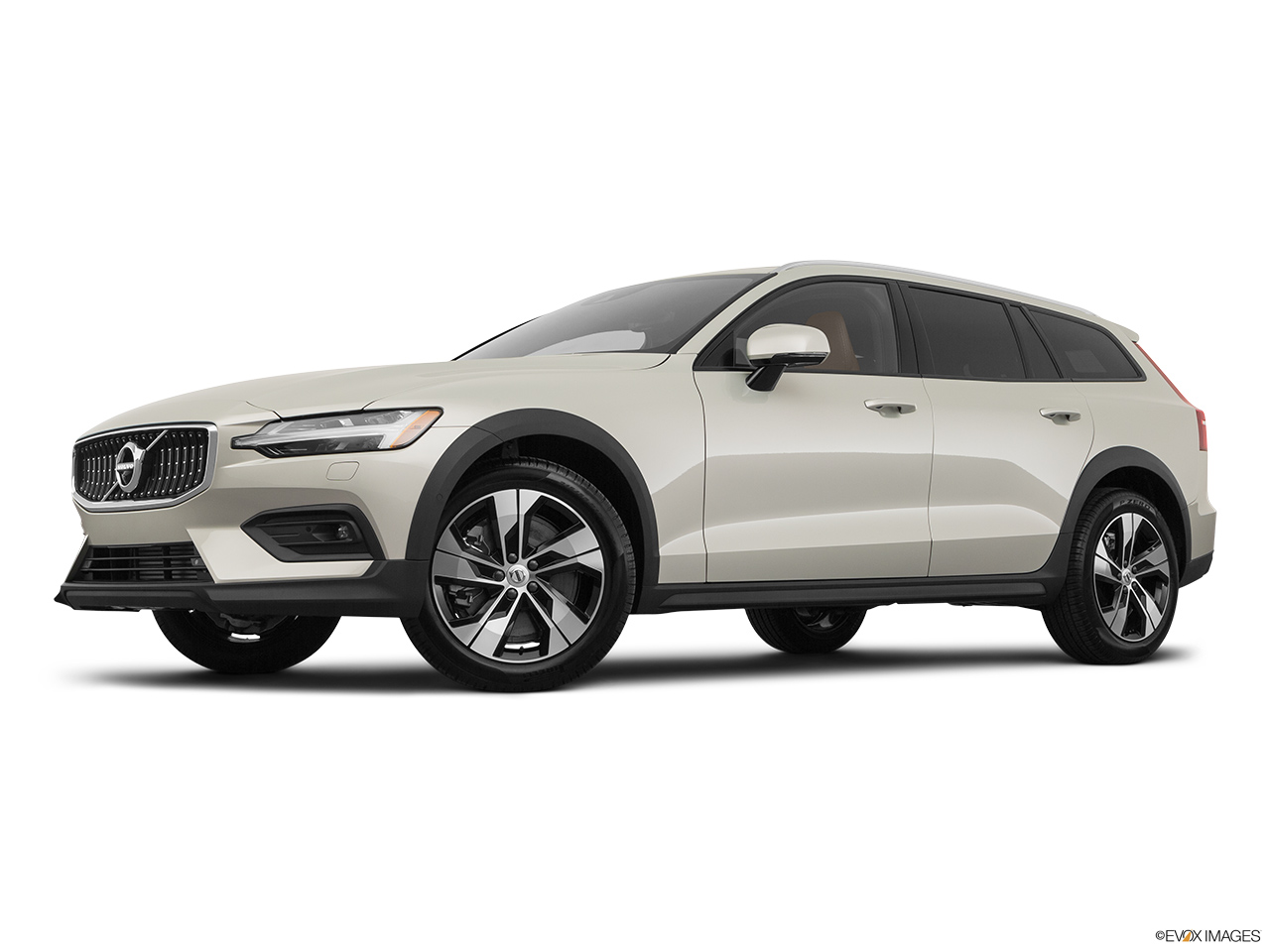 2020 Volvo V60 Cross Country T5 AWD Low/wide front 5/8.