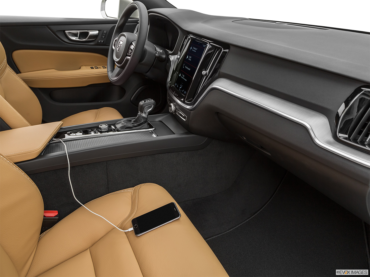 2020 Volvo V60 Cross Country T5 AWD Auxiliary jack props.
